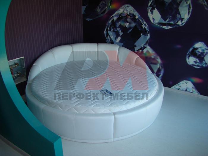 Дизайнерско изпълнение на  легла с тапицерия