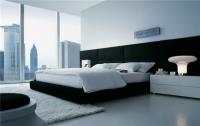 Легло с черна тапицерия