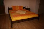 фирма за дървена спалня от масив