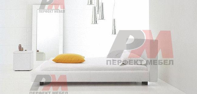 Тапицирано легло с дамаска